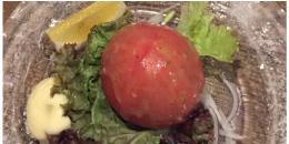 丸ごとトマトの岩塩サラダ
